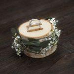Vom Hochzeitsfotograf aus Hannover gemachtes Bild: Die Ringe in einem Astholz eingearbeitet