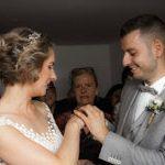 Vom Hochzeitsfotograf aus Hannover gemachtes Bild: Glückliche strahlende Augen von Brautpaar