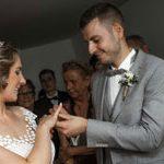 Fotografiert im Standesamt Ringaufstecken der Braut vom Bräutigam ,Hochzeitsfotografie aus Hannover
